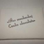 Tableta de chocolate artesanal de Lava, Chocolates de Canarias, elaborada por tipos en su tinta